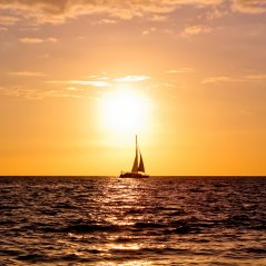 <b>Sunset Ship On Big Island 1440x1440 wallpaper</b>