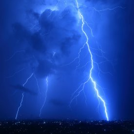 <b>Cool Lightning Strikes 1280x1280 wallpaper</b>